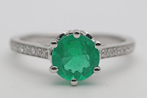 1970s Emerald and white gold diamond ring