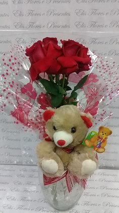 Arranjo 04 rosas Colombianas+Pelucia no vaso de vidro