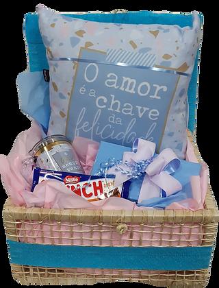 Baú azul bebê e rosa com almofada O Amor é a chave da Felicidade com chocolates