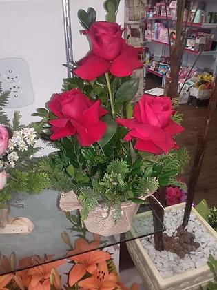 Arranjo com três rosas Colombianas