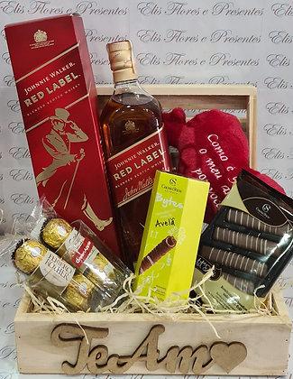 Baú Red Label com chocolates Cacau Show, 2 Ferrero de 3 e Coração de Pelúcia