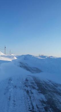 Plusieurs chemins sont complètement bloqués par les rafales de neige