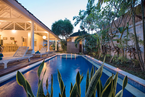 pool (twilight) 2 - Copy.jpg