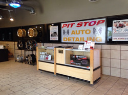 Picture of lobby at Pit Stop