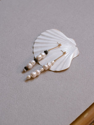 PEARLY GIRL Earrings