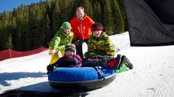 media_snowventures_family_tubing