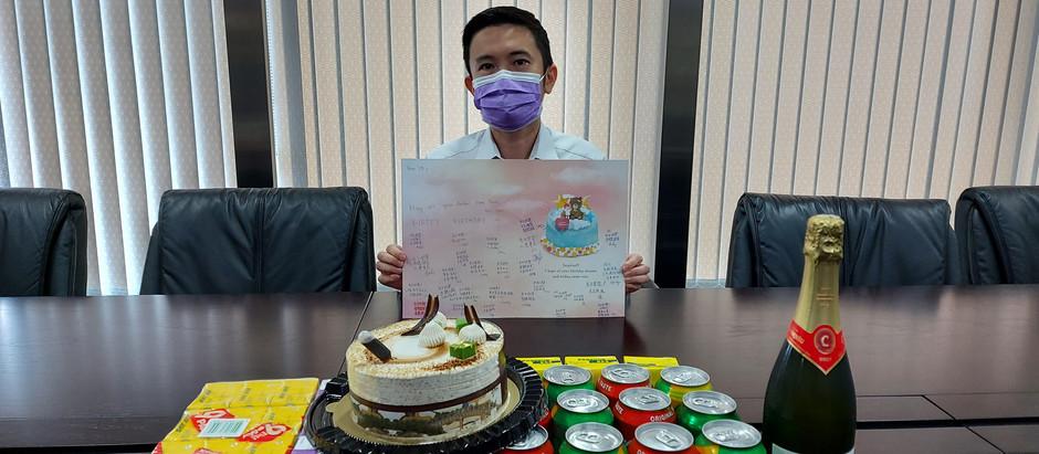 Galaxy Engineering Holding Co. Ltd. 銀河工程集團同事提早為老闆 丁天佑先生慶祝生日
