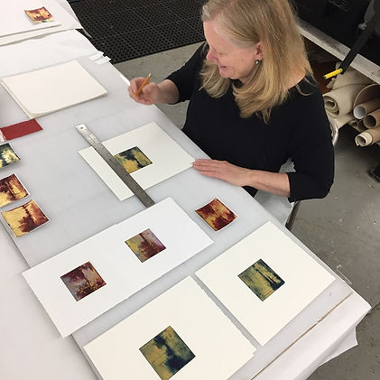 Jane-Cooper-working-on-some-monotypes.jp