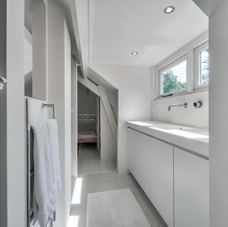 A CONVENIENT BATHROOM