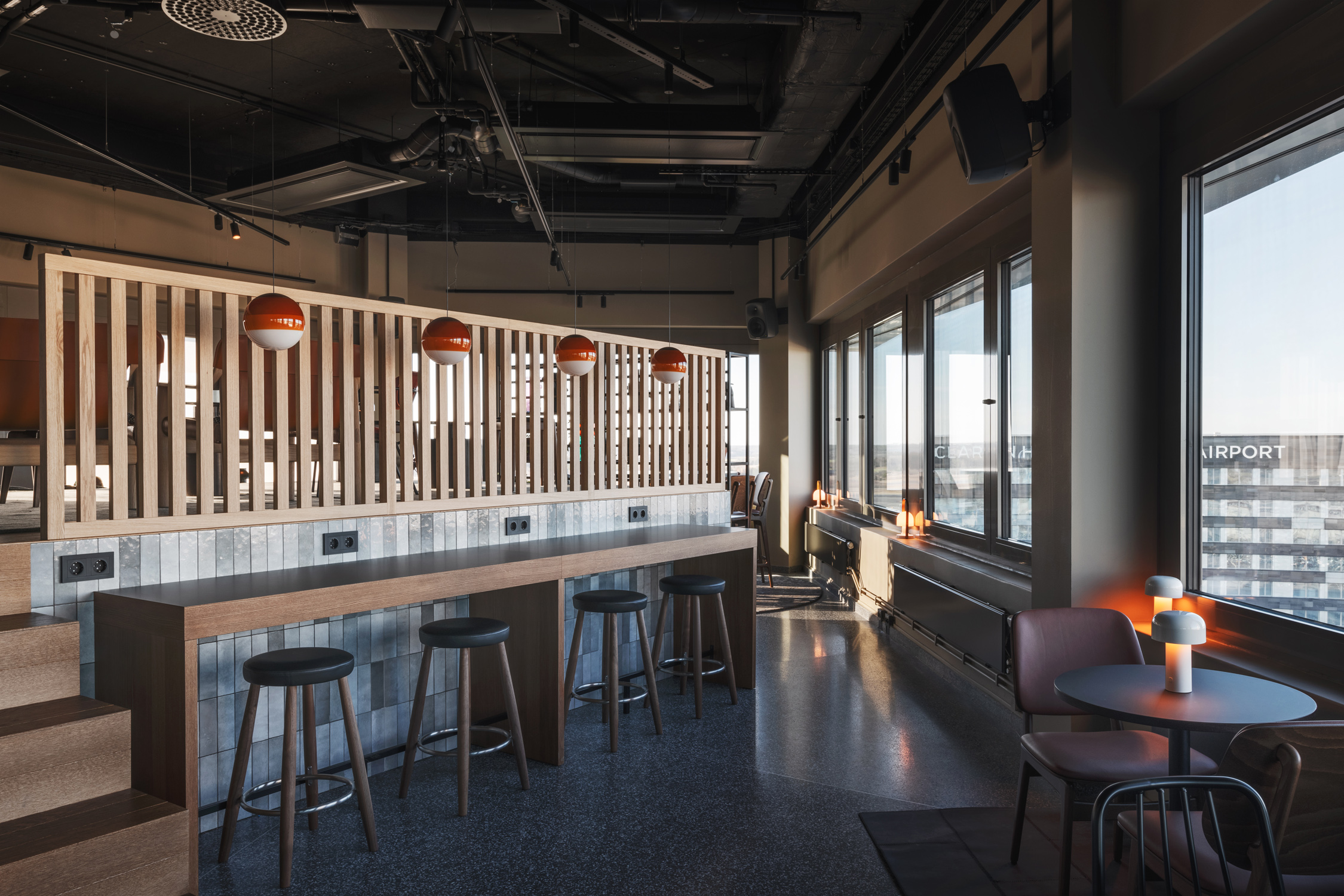 056_comfort_hotel_arlanda_rooftop_bar