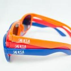 Zonnebril in blauw, oranje of rood