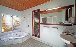 Cottage 9 Bathroom 1