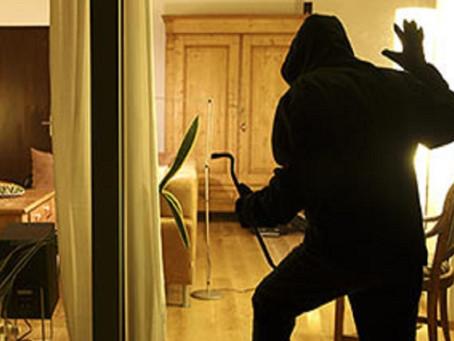 Furto in abitazione: se la vigilanza non interviene subito deve pagare i danni