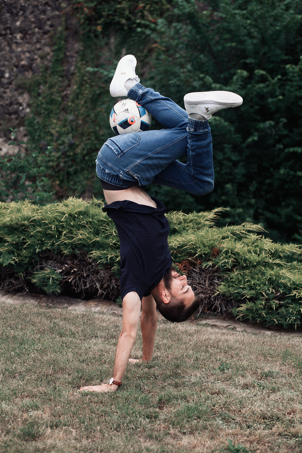 Football freestyler Sven Fielitz performing in Luxembourg City