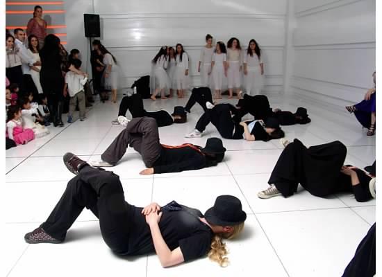 ריקוד תלמידות בחתונה.jpg