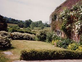 LHLA Listed cottage in High Weald AONB