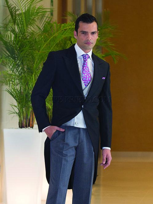 Chaqué clásico negro con pantalón de rayas y chaleco cruzado