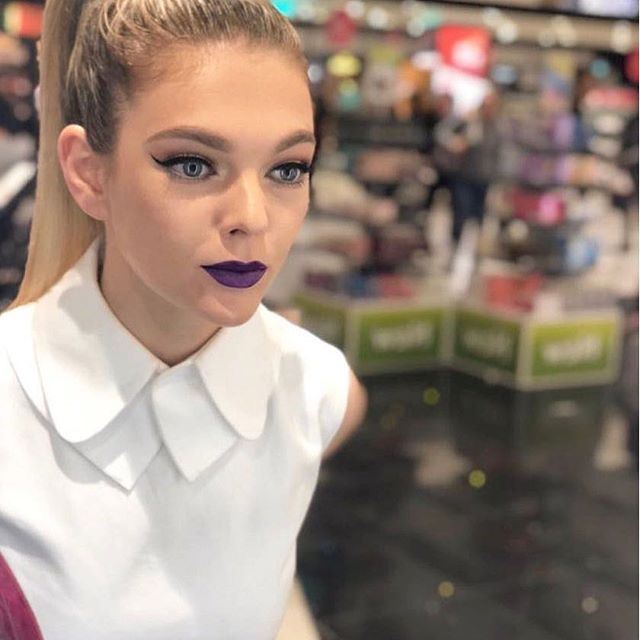 United's dancer, _jenniferknowles1_  at one of the _maccosmetics 'Art of the Lips' events in London
