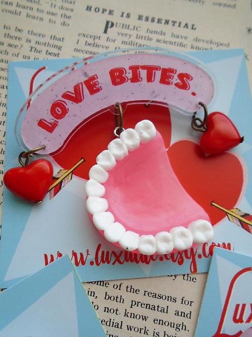 Love Bites Novelty DentureTeeth Brooch by Luxulite - Vintage Valetines Day