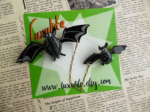 Batty Bats! - DOUBLE bat pin 1940s 50s Batty Bat Brooch by Luxulite