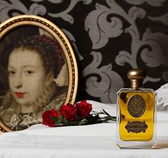 Les parfums historiques sont réalisés par Nicolas De Barry. Ce sont des parfums inspirés de personnages historiques. Nicolas De Barry réalise ces parfums de luxe lui même. Haute Parfumerie