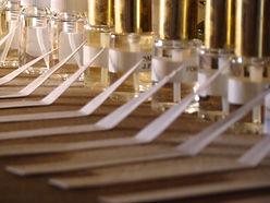 Les parfums personnels sont 100% personnalisable. Ce sont des parfums sur mesure de luxe. Réalisés avec des matières premières choisies c'est de la haute parfumerie.