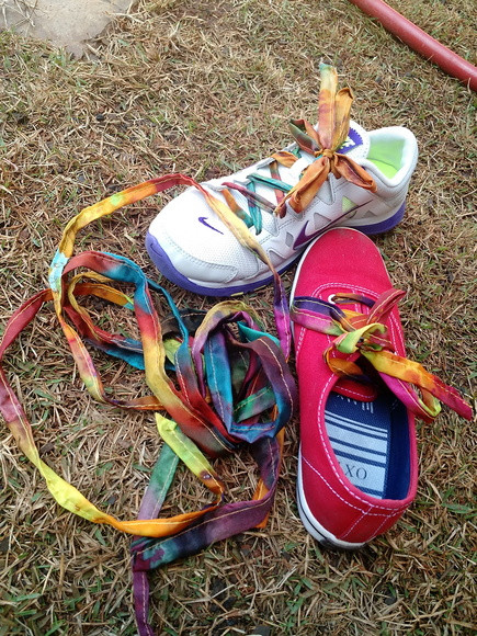 Par de cadarços de tênis em seda pintada à mão