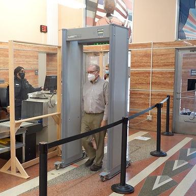 GARRETT | Detector de Metal de Paso de 33 Zonas con Indicadores de Led Brillante