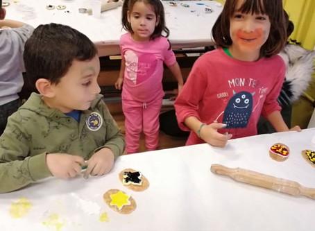 Assaborim l'èxit del taller de decoració de galetes