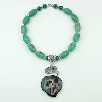 Chrysoprase and Agate Necklace