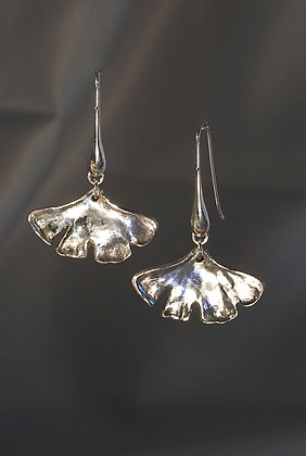 SS227595 Sterling Silver Ginko Earrings