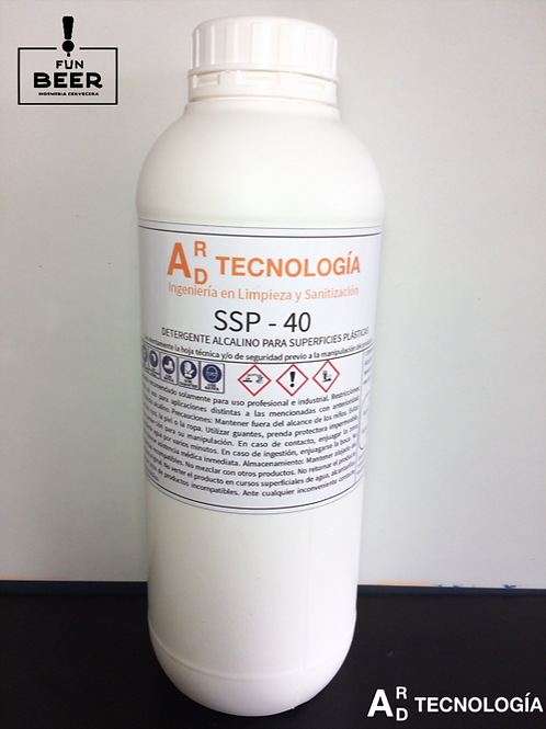 Detergente alcalino para superficies plasticas