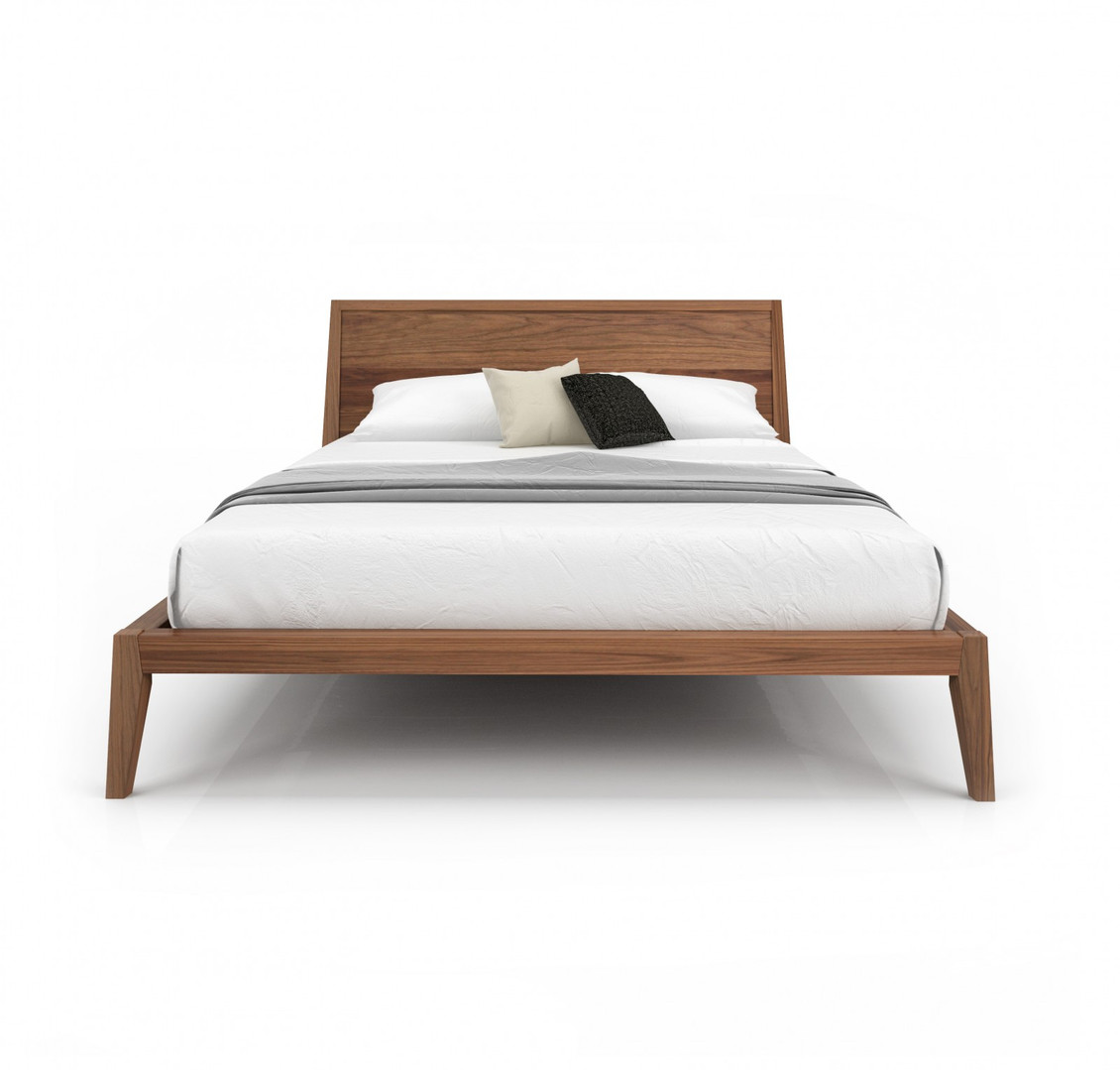 MOMENT BED