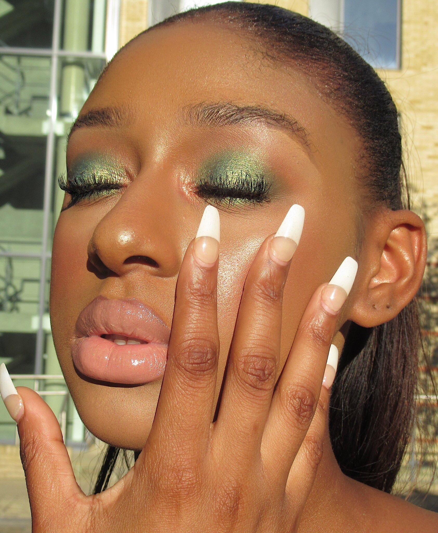 Makeupbymore 5