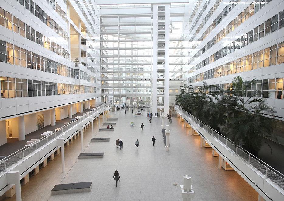 Atrium in het Stadhuis te Den Haag