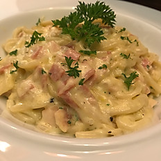 Spaghetti Carbonara (Served with Chicken Bacon)