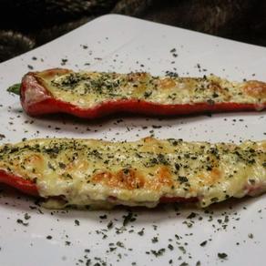 Gratinerad spetspaprika med tre sorters ost