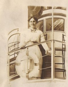 Learn how to describe this woman who could be in your family history. #genealogy #writingtips #familyhistory