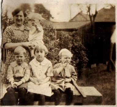 Evaline Geiszler and her four children, c 1927