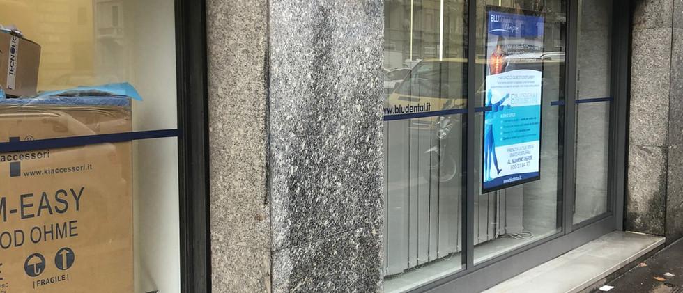 Bludental eliminazione murales vetrine