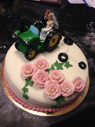 Bröllopsmotiv på tårta