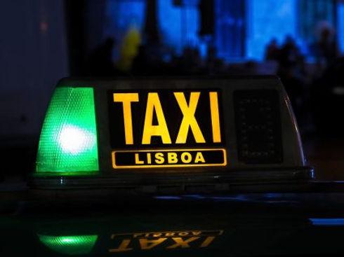 uber-vs-taxi-425x318.jpg
