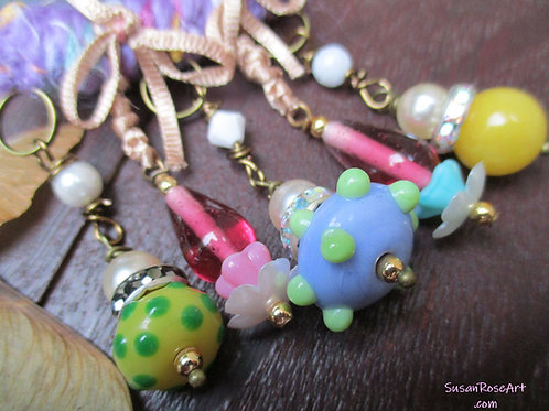 Oh So Happy, Glass Beads Brooch