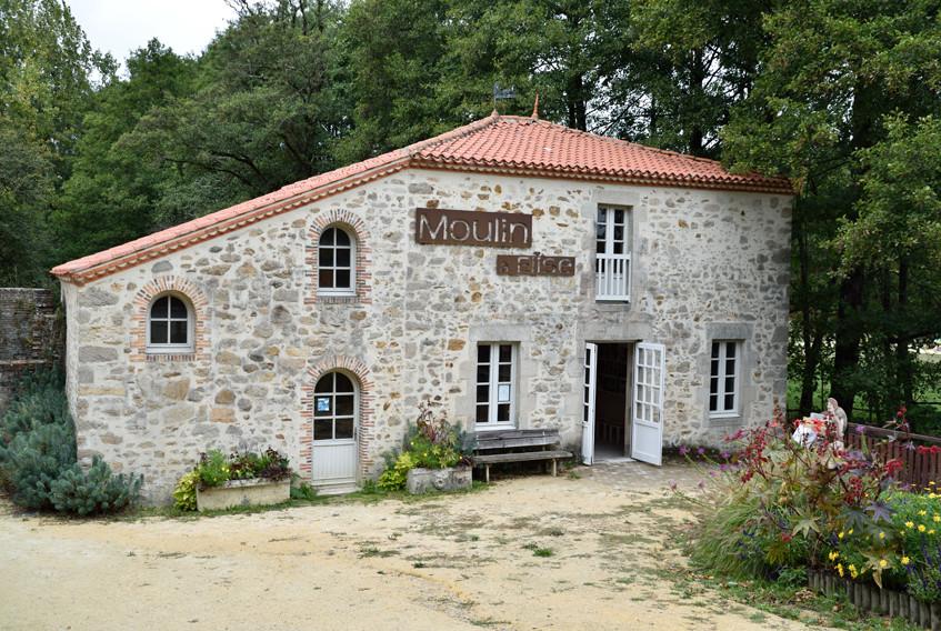 pSerge_Le_Poiré_sur_Vie_Le_Moulin_à_Elis
