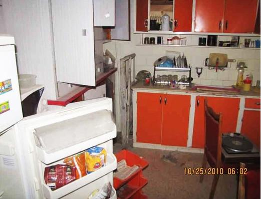 מטבח לפינוי כלים וחפצים