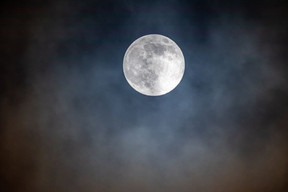 Claude lune.jpg