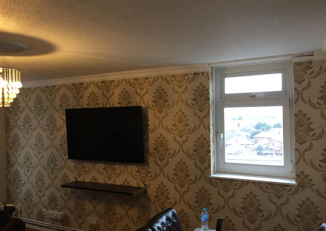 Professional wallpaper hangers in London