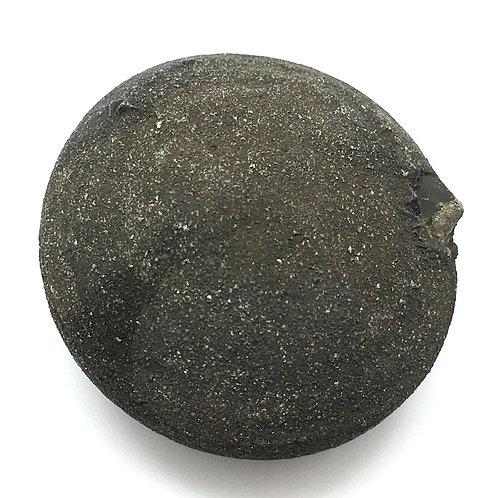 Pop Rock • United States • 126.9 grams ~ 49x46x26mm