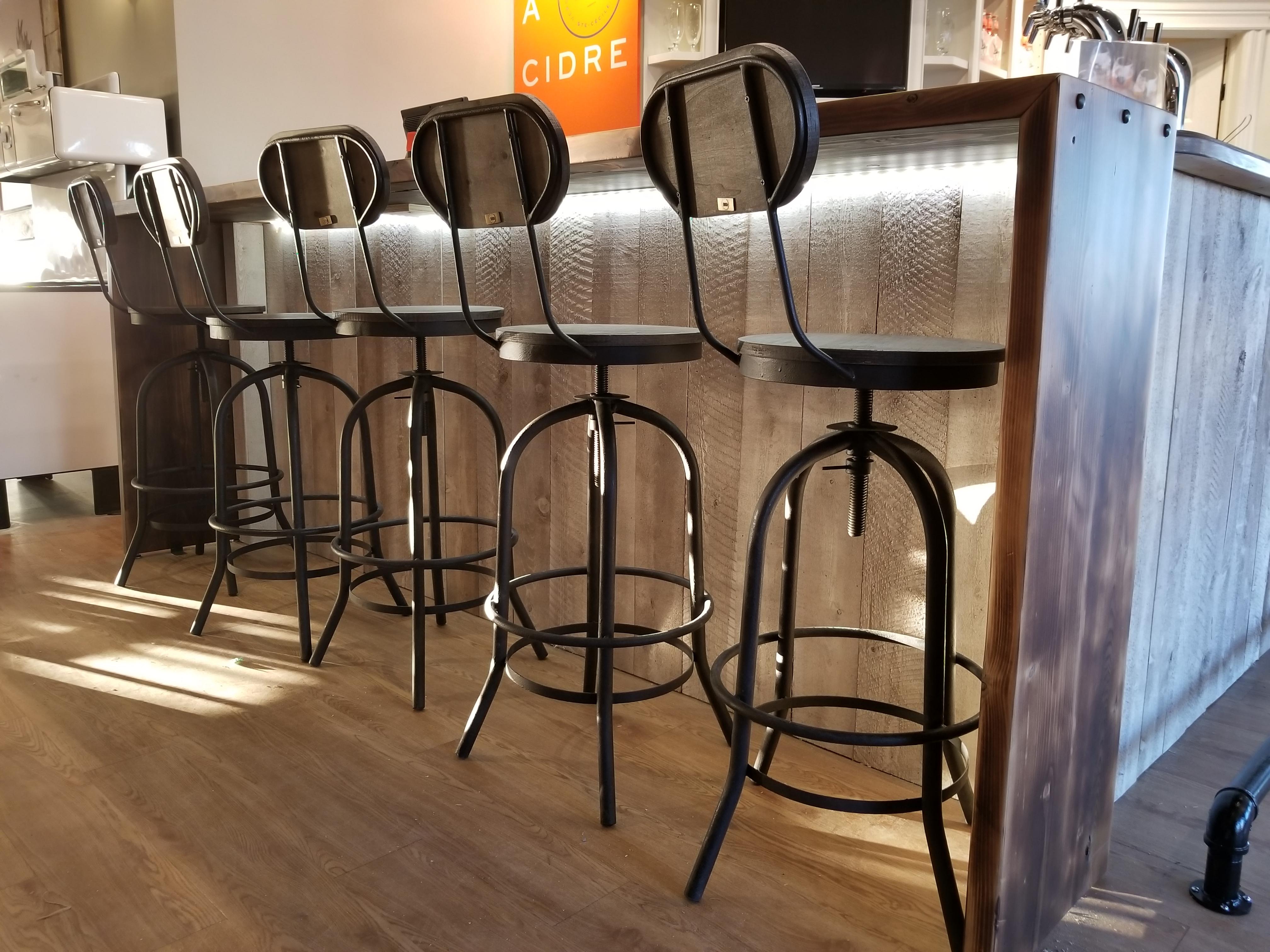 Meuble bois massif sur mesure granby rustik meubles for Meuble granby