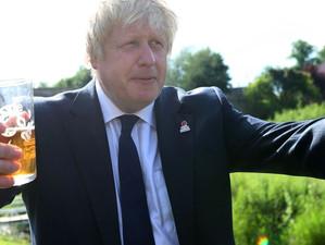 """Boris Johnson: """"Cred că din 21 iunie am putea renunța la regula distanțării fizice"""""""